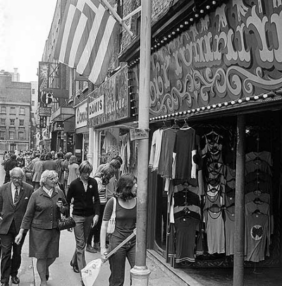 1917fb6b73432a 22 Carnaby Street 1971 - Donis.jpg . Click on the picture to enlarge