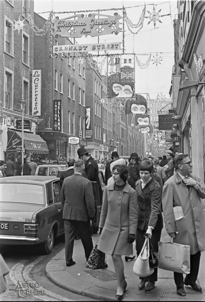 a371ecda659bed Carnaby Street 1967 - Christmas d.jpg . Click on the picture to enlarge