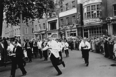 Soho Square 1955 - Waiters' race.jpg
