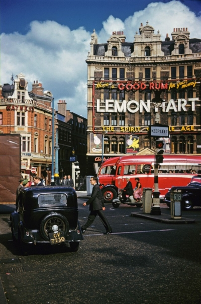St Giles Circus 1957.jpg